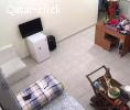 غرفة ماستر بداخلها الحمام مفروشة داخل شقة راقية
